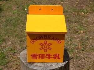 木製の牛乳箱①
