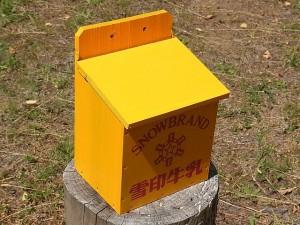 木製の牛乳箱③