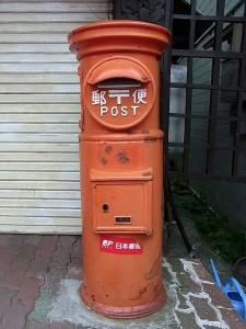 古い郵便ポスト